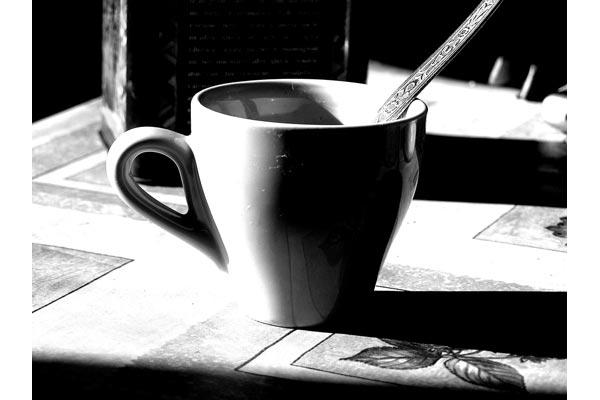 la_petite [sparire in un caffe]