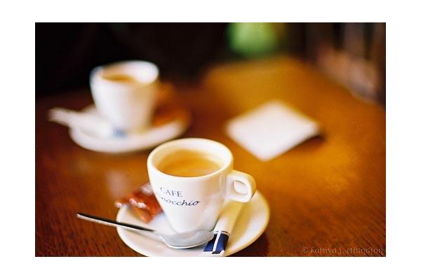 chocokat [ Deux cafes, s'il vous plait. ]