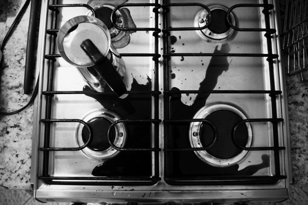 Eric Coelho [ splited coffe over the stove ]