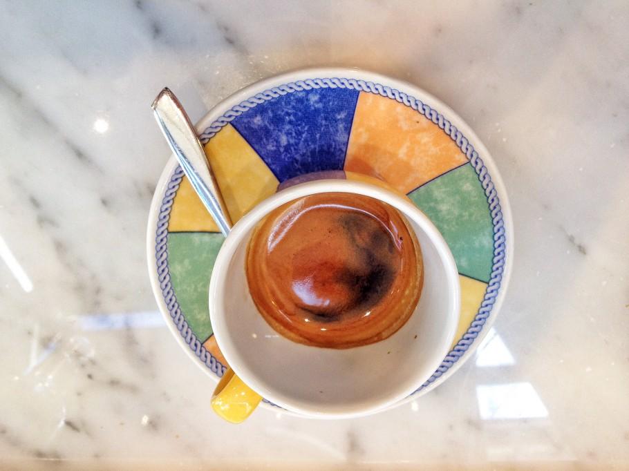 caffe-386-910x682
