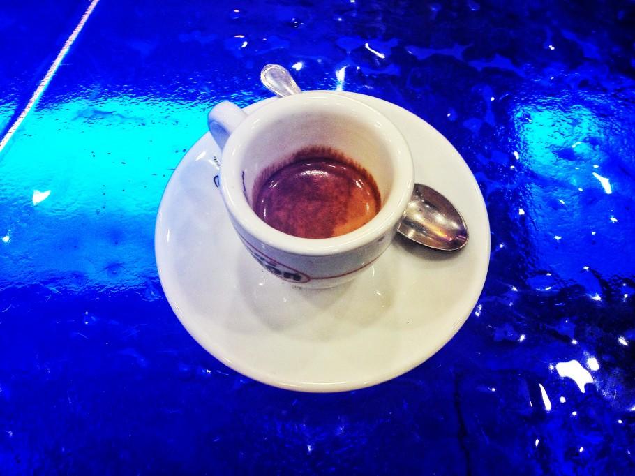 caffe-389-910x682