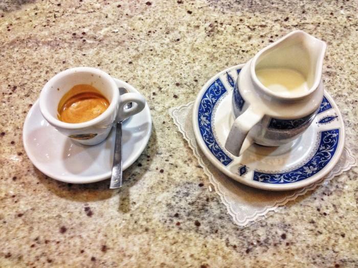 caffe-358-910x682