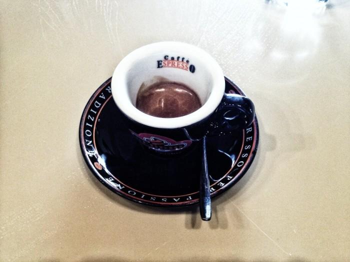 caffe-359-910x682