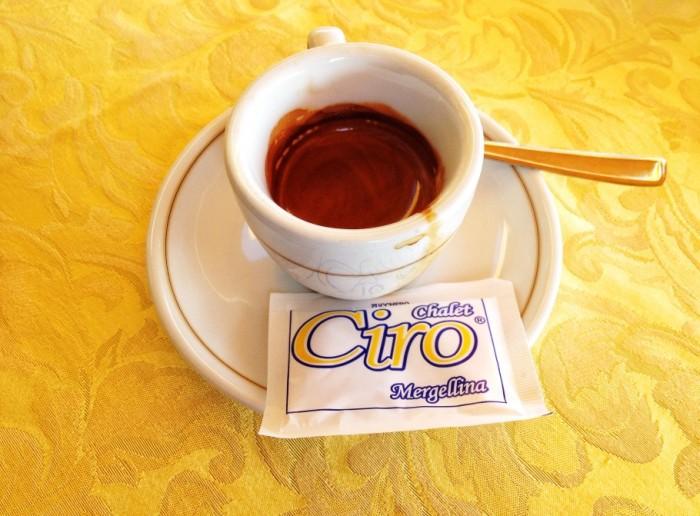 caffe-361-910x671