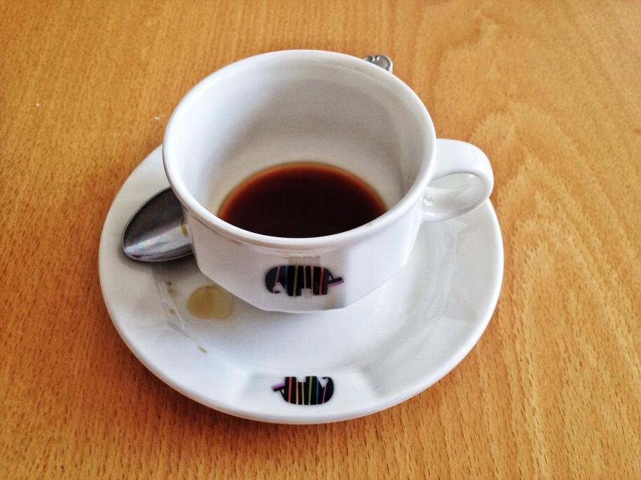 caffe-374-910x682