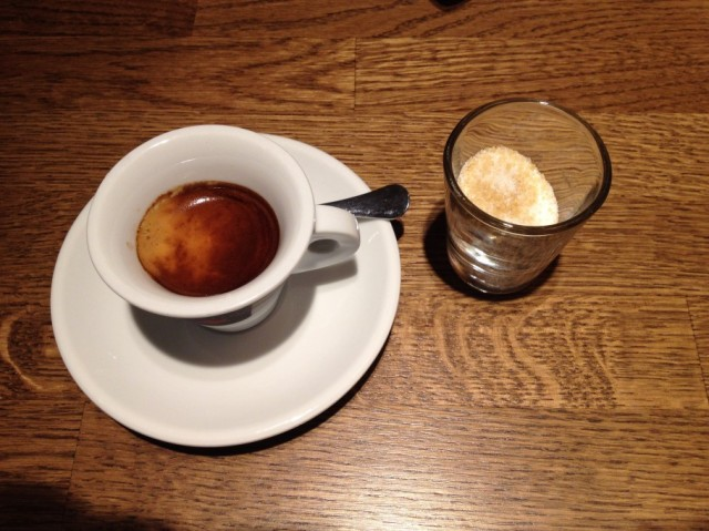 caffe-380-910x682