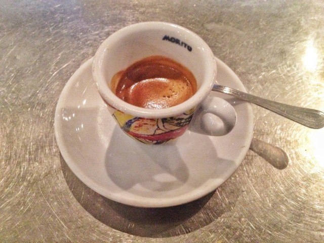 caffe-381-910x682