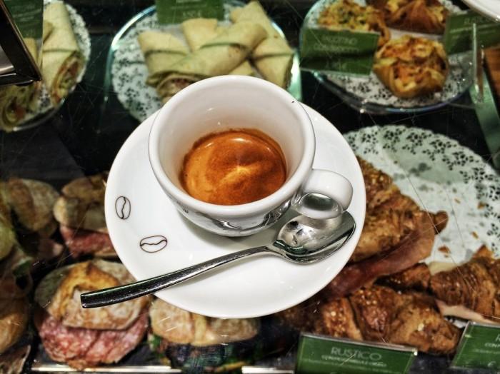 caffe-429-910x682