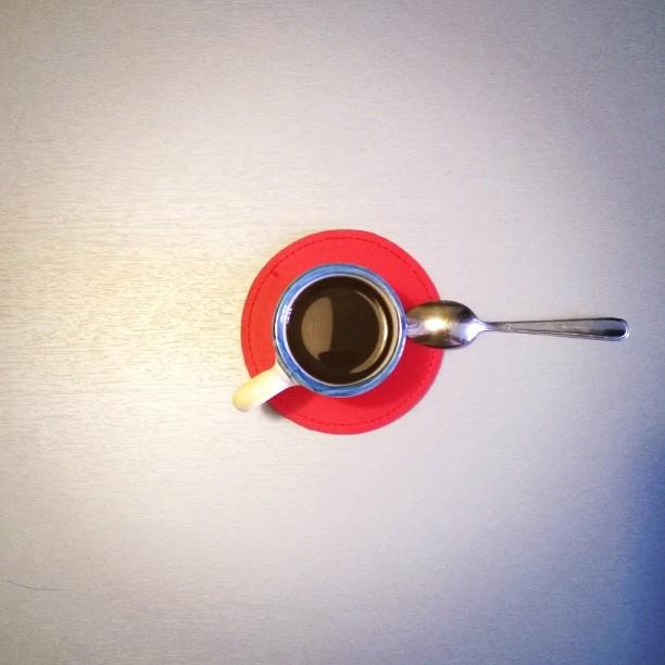 il caffè delle otto e un quarto.