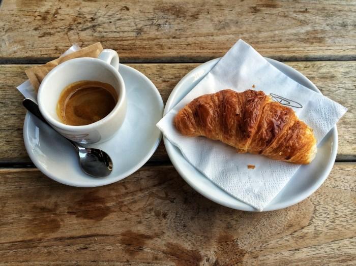 caffe-433-910x682
