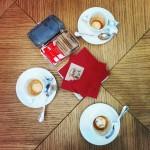 Caffè al tavolo.