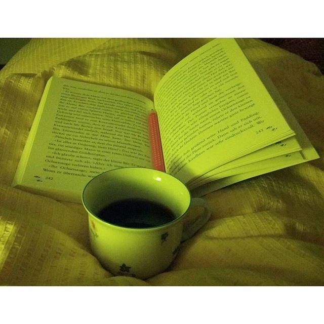 . @hypnoticaubergine Early morning Mexican coffee and Paddington adventures auf Deutsch. Happy Friday, friends!