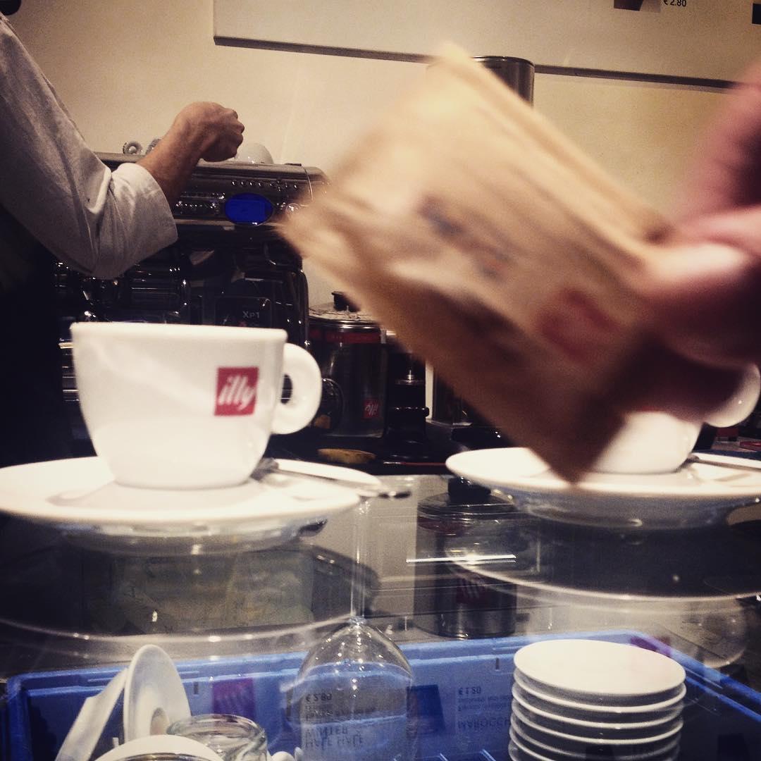 Coffee's photobombing