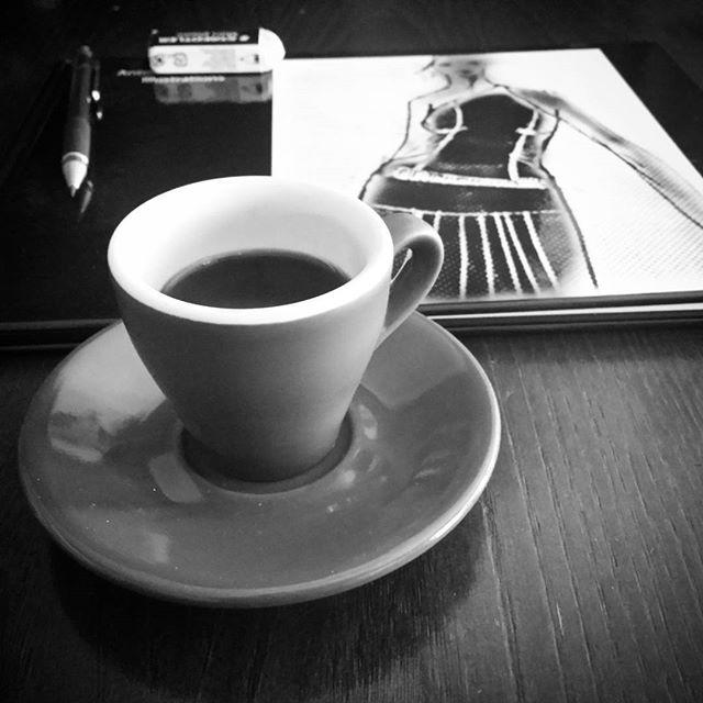 . @ds_alxo#coffebreak#book#sketchbook#disegnando#draws#myart
