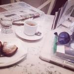 Caffè, dolcetti, giornale per cominciare, @carla_marchioro
