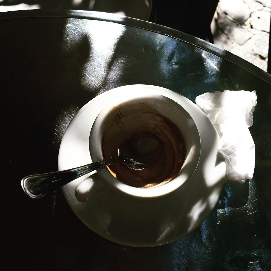 Un caffè all'ombra / Coffee in the shadow | ph @bastet