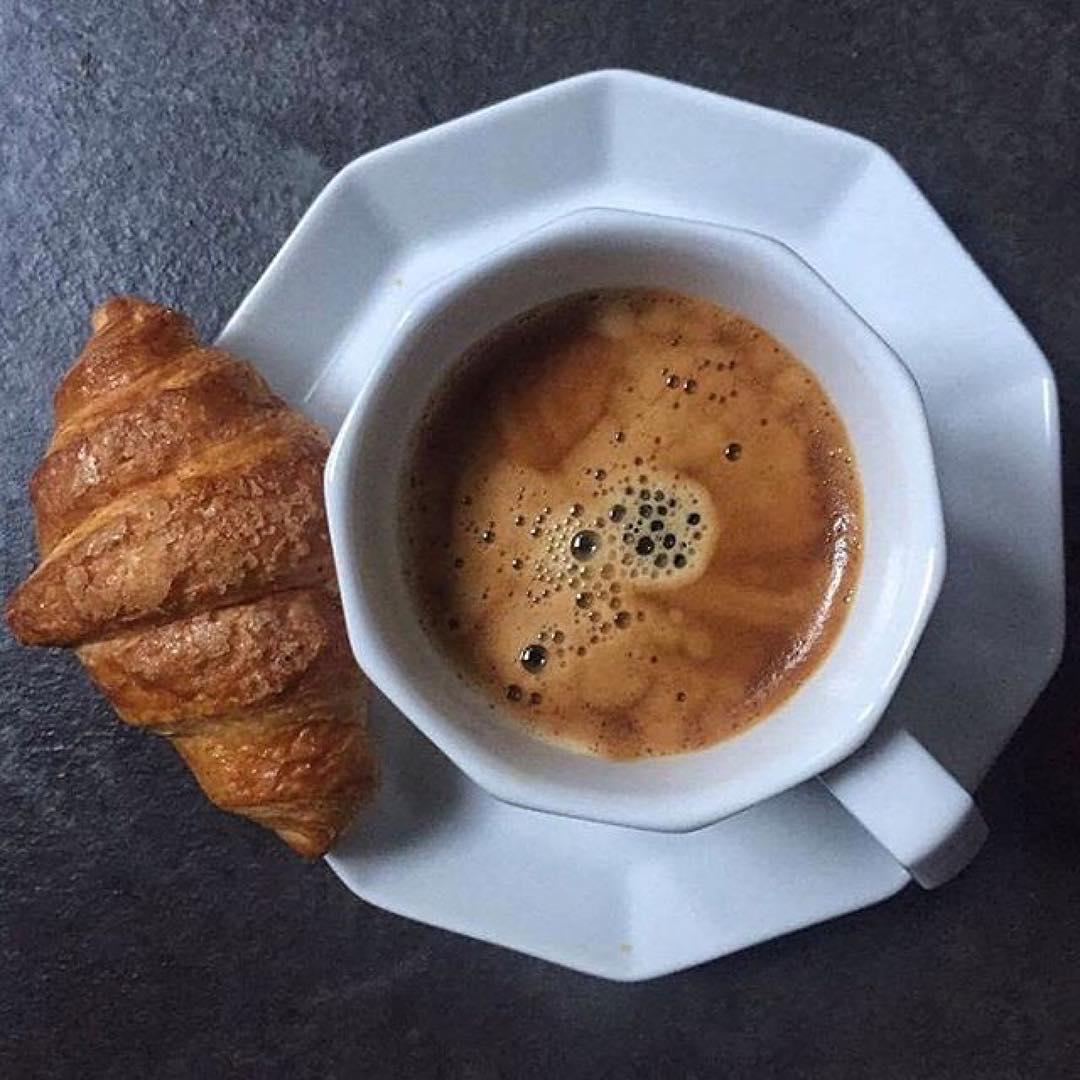 Il profumo del caffè al mattino è un piccolo rituale di felicità | ph @lalunasulcucchiaio