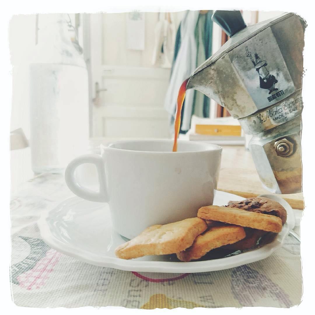 Ciò che sembra uguale,  non lo è mai. (ennesima foto di colazione, momento preferito della giornata) | ph @mayastarlavi
