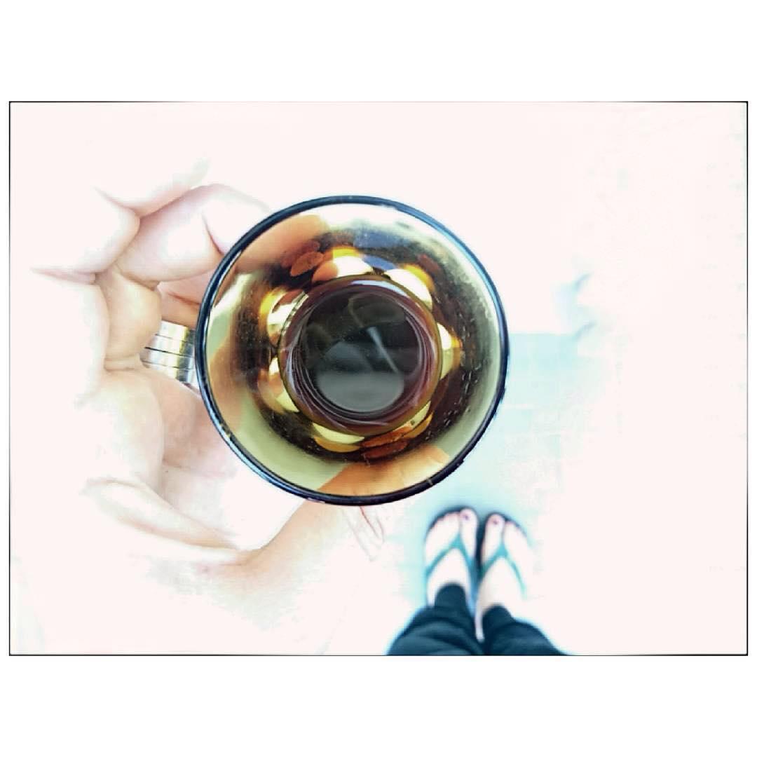 Sono appassionata di tazze e tazzine da caffè. | ph @mayastarlavi