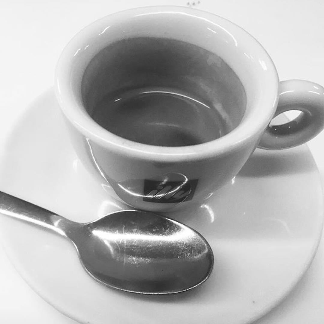 Puoi contare l'amore in km o in caffè, per averne la misura. Buongiorno | ph @catepol