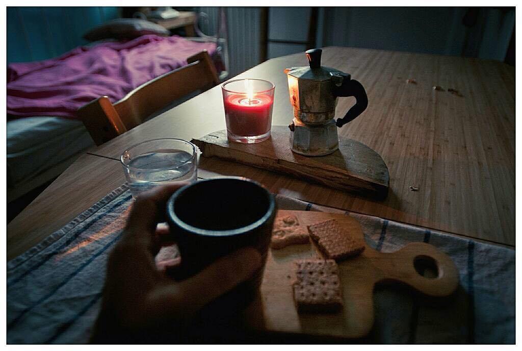 Oggi autunno: si è spento il sole e si accende una candela | ph @mayastarlavi