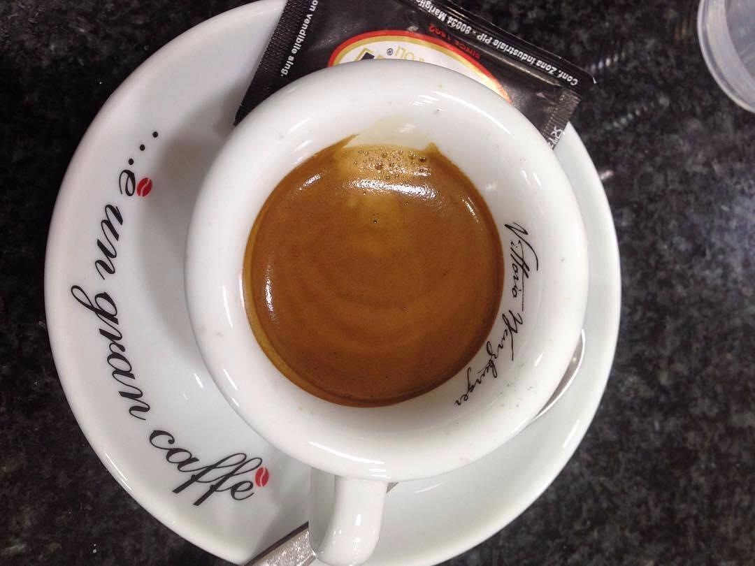 Il caffè è sempre cosa buona per un buon risveglio | ph @r_75_i