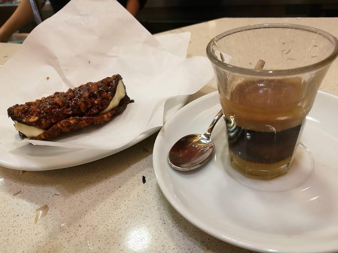 NAPOLI - il gusto del dolce con cannolicchi al cioccolato bianco e cialda con arachidi e caffè al Bayles | ph @netnewsmaker