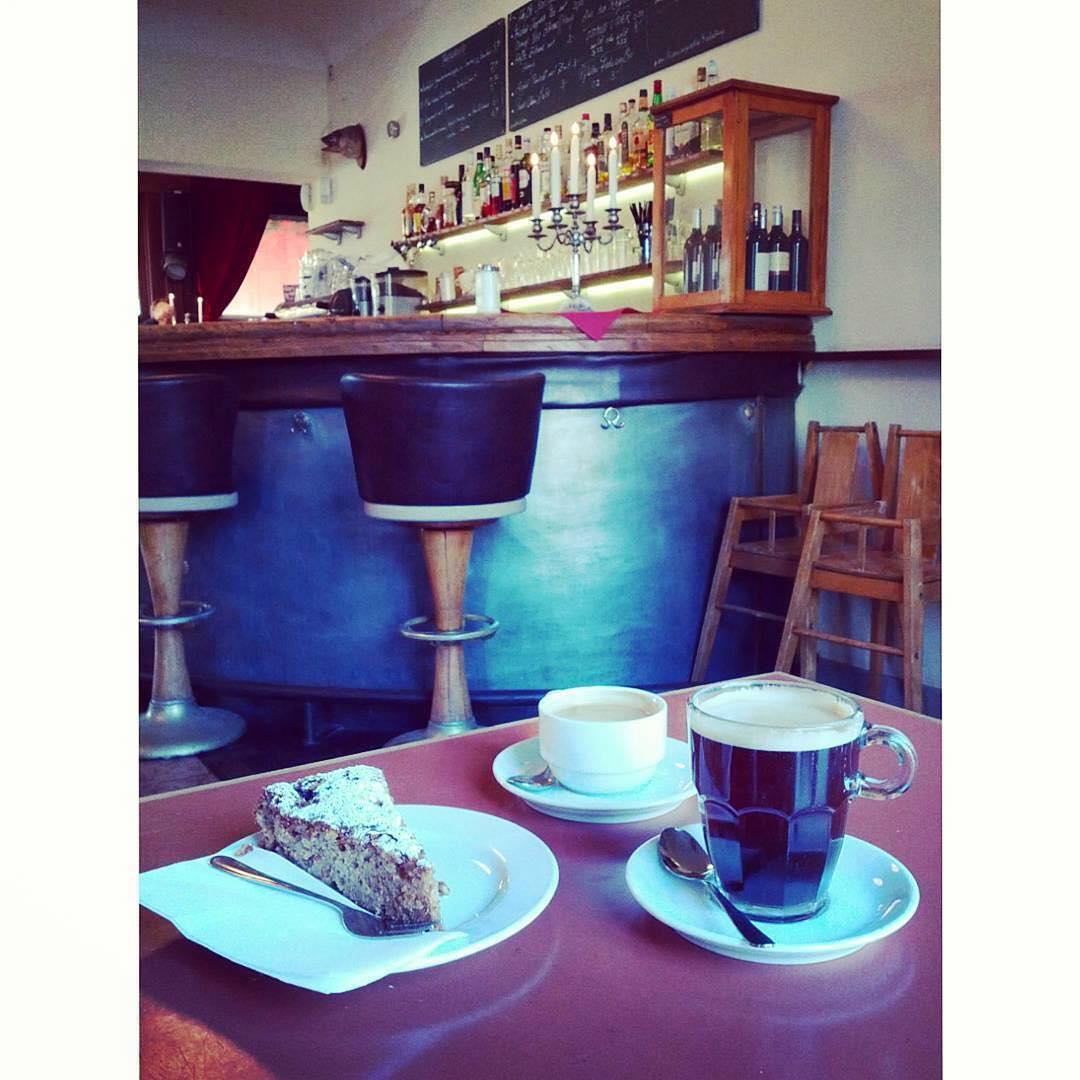 Have a happy Saturday morning coffee, my friends! | ph @hypnoticaubergine