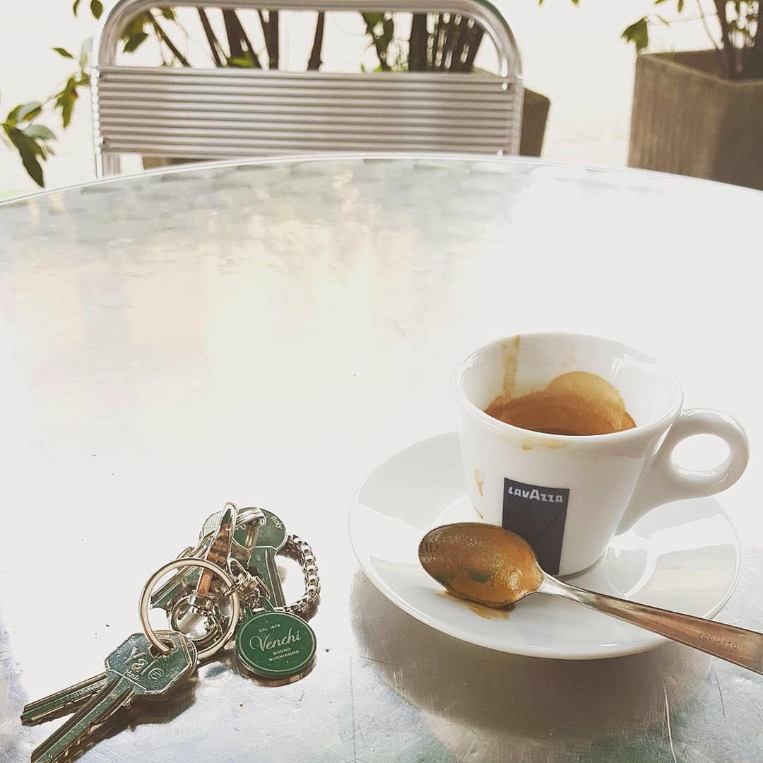 Un caffè e di corsa al lavoro | ph @shanty_la_gatta
