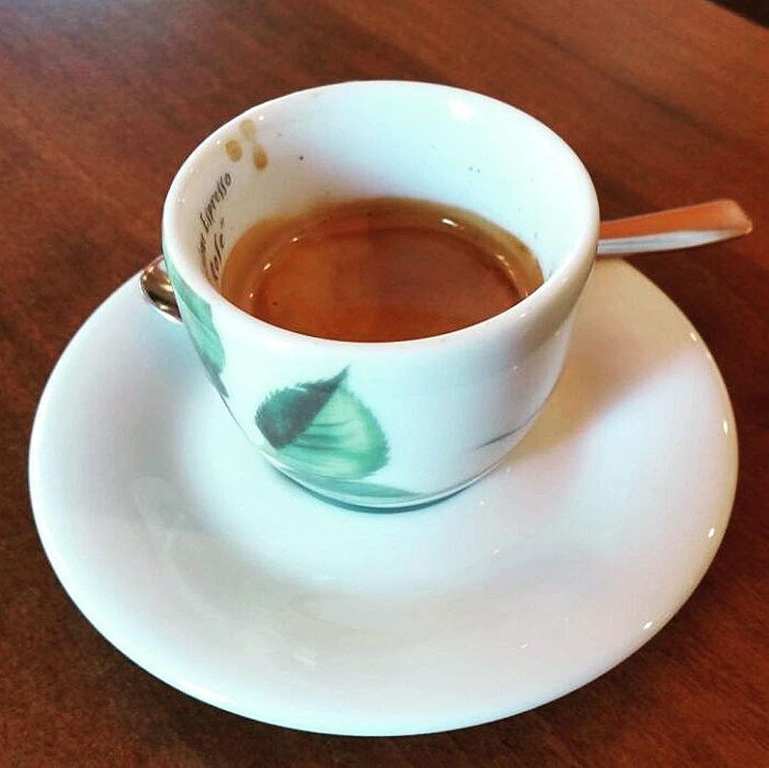 Caffè della domenica…insomma di tutti i giorni. Ogni giorno è quello giusto per un buon caffè | ph @casanovaa_1
