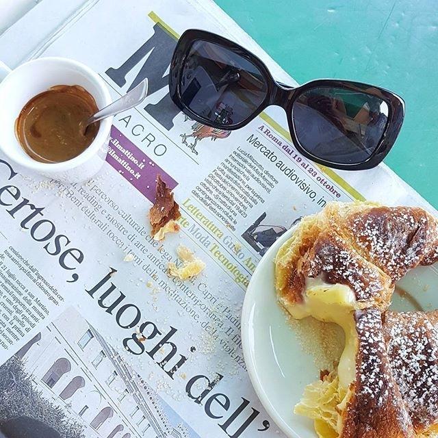 Caffè, cornetto, una rapida sfogliata al quotidiano e che questa nuova giornata abbia inizio… Buon lavoro | ph @shanty_la_gatta