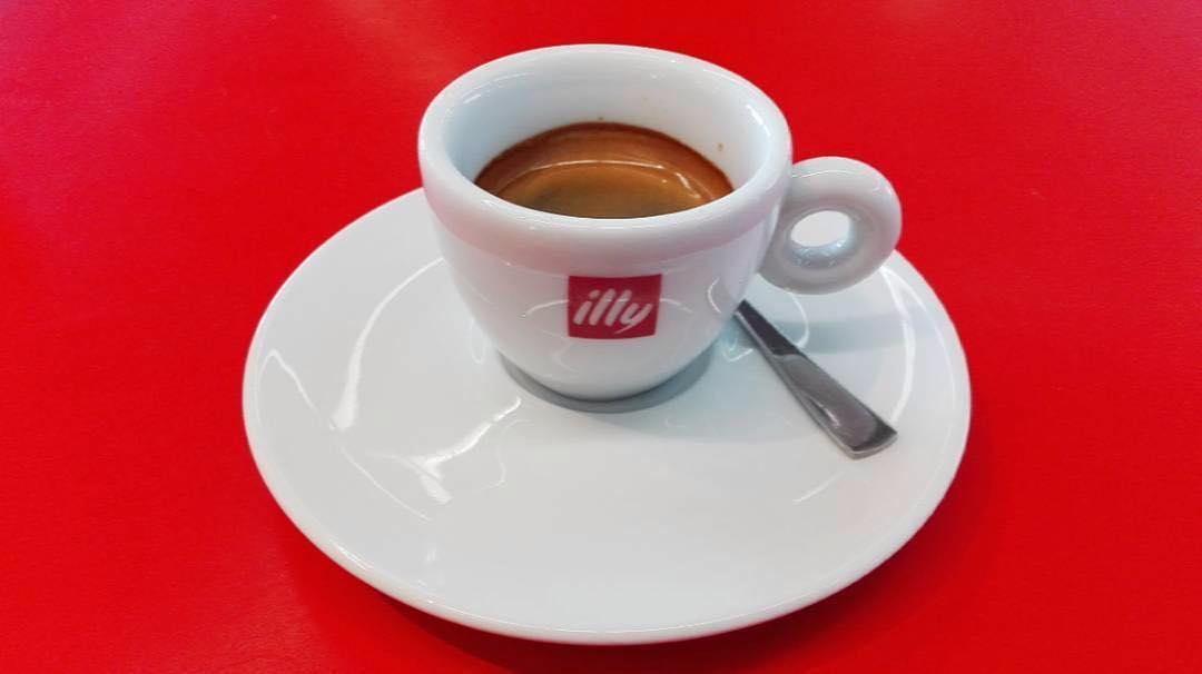 "Espresso italiano @ Flughafen Berlin-Tegel ""Otto Lilienthal"" | ph @ilberlinese"