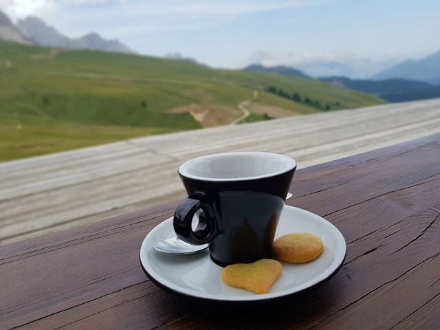 A coffee with a view | ph @carla_marchioro