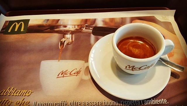 McCafe: from USA in ITALY | ph @massitrole  Un po' di pubblicità non guasta, del resto è l'anima del commercio