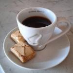 Meritatissimo caffè e pure i dolcetti! | @emanuela_de_rossi