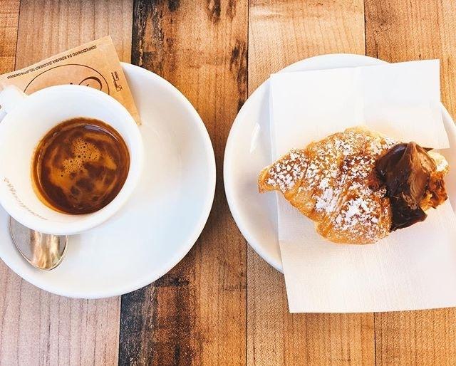 Amo la colazione del venerdì mattina: è una promessa! ❤️☕️🍩 | ph @iladonatio