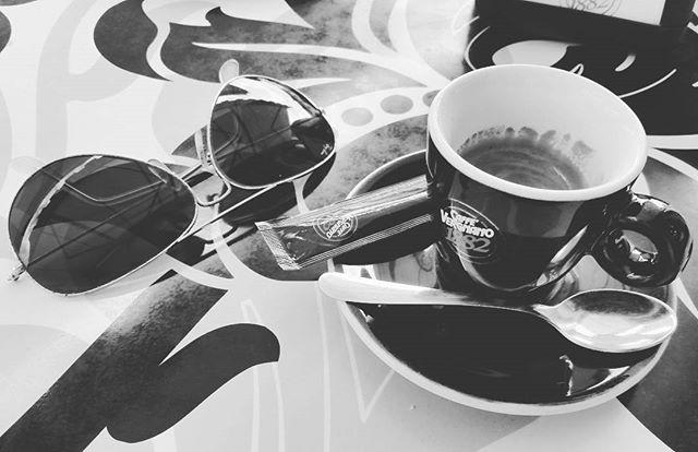 Black and white coffee | ph @massitrole