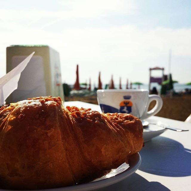 Summer memories | ph @ds_alxo#croissant#coffee#coffeeforbreakfast