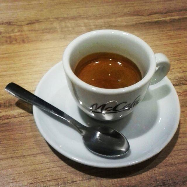 Caffè veloce | ph @casanova_art_coffee_mt  Caffè dal buon corpo e dalla buona cremosità. Con persistente schiuma. Macchina in pressione e buono seppur di sera e con poca richiesta di caffè. Voto: 7,5