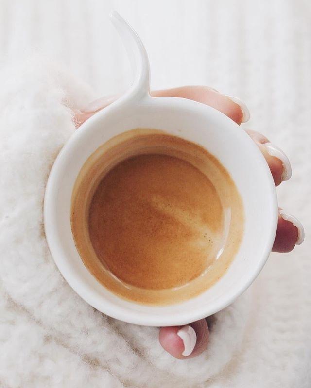 regram @valentina_arch_ It's coffee o' clock ☕️ ~ ~ Buongiorno 💕✨ come state? Qui ormai piove da giorni e questo tempo mette solo tristezza ☔️
