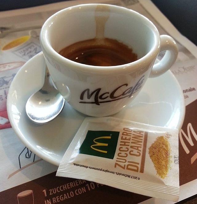 ph @casanova_art_coffee_mt Mc Cafe ☕  Caffè fatto con macchina alla giusta temperatura, servito con gentilezza. Dal corpo armonioso e dal buon retrogusto al palato. Voto: 7,5