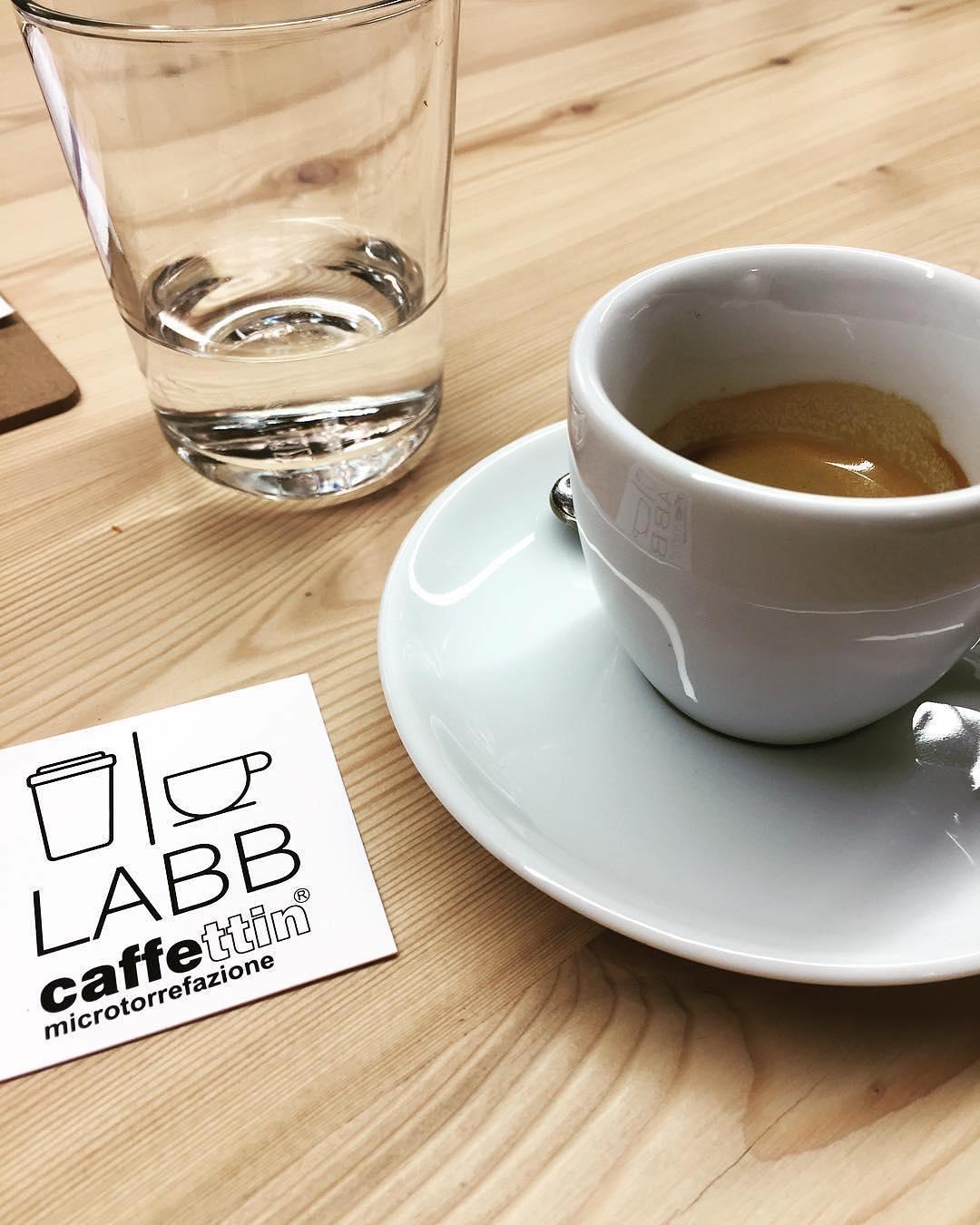 """Reposting @tizianaebasta:⠀ …⠀ """"Pausa caffè in un sabato mattina umido e freddo"""""""