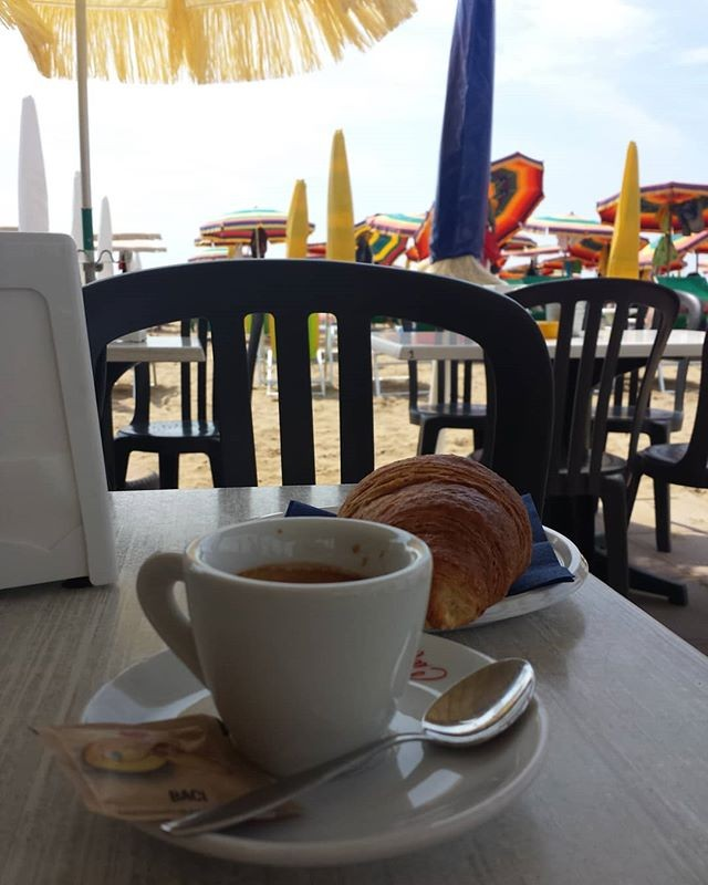 #cafexperiment#beach#chiosco#paesaggio#landscape#sea#seaside ( #📷 @ds_alxo )