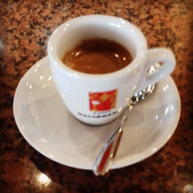 Caffè al banco | ph @casanova_artcoffee