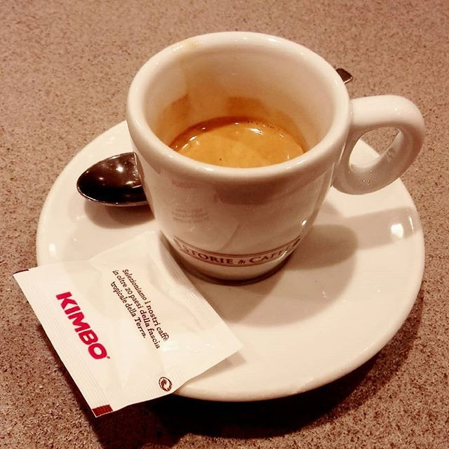 Caffè serale veloce all'autogrill | ph @casanova_art_coffee  Caffè dalla buona aromaticità e dal buon corpo. Cremoso e buono il retrogusto palatatale.  Voto: 7,5