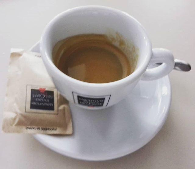 """""""Un semplice caffè all'apparenza,  ma carico di significati""""   ph @casanova_art_coffee  Caffè dal buon corpo. Servito alla giusta temperatura. Aroma intenso. Buono il retrogusto palatale.  Voto: 7,5"""