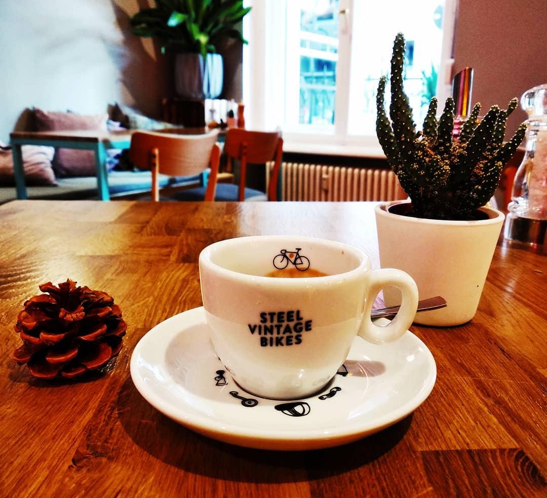 espresso cafeinberlin coffeetime☕ coffeeandbikes vintagebike kaffeinberlin sundaycafé sundaymorning cafexperiment